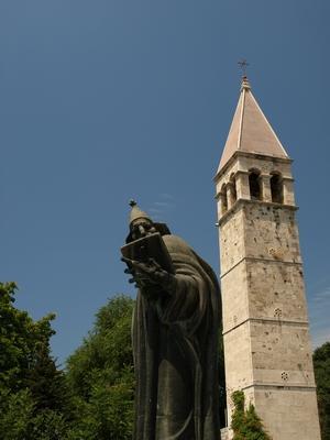 Split, la statue de St Nicolas et le campanile